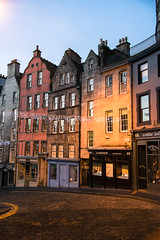 Edinburgh Victoria Street (scott_flikr) Tags: christmas winter scotland edinburgh