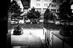 Reflexion (Solylock) Tags: 2016 paris streetphotography photoderue noiretblanc blackandwhite nb bw monochrome monochrom metropolitan metro affiche aeroport airport cdg roissy bus voitures cars escaliers stairs rflexion reflection ombre chinoise banc public fatigue marinire patissier sortie froissart propret bep