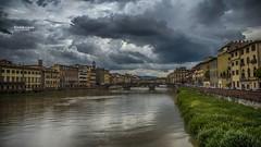 Colre sur l'Arno (Tra Te E Me (TTEM)) Tags: lumixfz1000 hdr photoshop cameraraw florence firenze italie pont bridge arno ciel orageux orage clouds