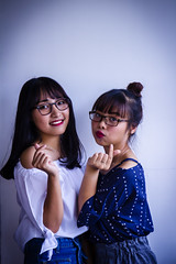 _MG_3304 (hieu_tommy1997) Tags: people girl girls friendship indoor portrait canon glasses