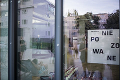 Un-Posed  Niepozowane (Tomasz Kulbowski) Tags: streetphotography fotografiauliczna lublin poland exhibition opening reflection mirror window glass niepozowane unposed collective streetcollective streetphoto city