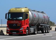 Por el puerto de Valencia (mabra68) Tags: camion truck mercedes valencia zozaya