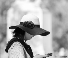 Almas extraas (Eibar10- Street photographer) Tags: candid d7000 madrid nikon nikond7000 street streetphoto monochrome blackandwhite blancoynegro streetportrait portrait