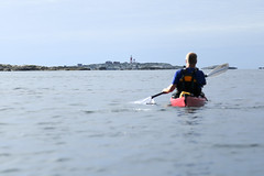 Havspaddling med Mseskr i horisonten. (Anders Sellin) Tags: sverige sweden vstkusten sea ocean water vatten watersport sport kajak kayaking orust autumn hst 2016 kringn valler friends westcoast utanfr