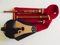 Scottish Smallpipes, D set (Bagpipe Maker T. Sonoda) Tags: bagpipe dudelsack sackpfeife scottish smallpipes gaita musette cornemuse dudy germany bayern mnchen erding landshut