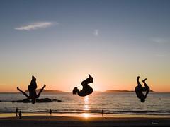 El salto (Samil, Vigo) (Ramy.) Tags: samil espaa vigo galicia gx7 spain sea sunset street silhouette soleil sand sky sol sable lumix panasonic beach