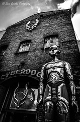 A day in London #22 (Metropolis) (Simon Cresdee [www.simoncresdeephotography.com]) Tags: bw nikon statues metropolis 1685mm d7000