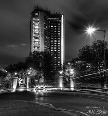 The Park Lane Hilton / Mayfair, London (Niels Photography) Tags: park city uk trees light england urban bw white black building london cars night corner skyscraper canon eos rebel 50mm lights hotel gate long exposure traffic britain united great rich trails hilton kingdom hyde lane londres gb expensive mayfair exclusive hdr londen 500d vertorama t1i nielskristianphotography