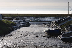 Slipway to muddy waters.... (MWBee) Tags: river boats nikon cheshire mud slipway wirral riverdee d5000 flickraward lowerheswall mwbee