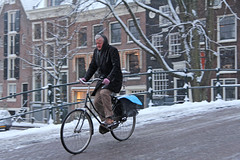 Reguliersgracht - Amsterdam (Netherlands) (Meteorry) Tags: street winter snow man holland netherlands amsterdam bicycle facade europe candid centre hiver sneeuw january nederland streetscene center biker neige icy blizzard rue bicyclette paysbas centrum slippery gentleman vlo monsieur keizersgracht homme noordholland reguliersgracht stadsarchief meteorry 2013 glissant