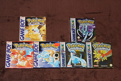 Todas las cajas de pokemon para GB y GBC (Pokemon Hispania) Tags: verde rojo y negro caja plata pokemon hd fuego figuras pokmon oro coleccin diamante cartuchos hispania cajas cartucho vitrina rub plata azul cristal blanco colosse