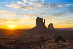 Monument Valley (Antonio J. Benete) Tags: road trip usa west monument landscape coast utah us valley estados eeuu unidos