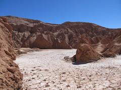 """Le désert d'Atacama: un mini salar à l'entrée de la Vallée de la Mort <a style=""""margin-left:10px; font-size:0.8em;"""" href=""""http://www.flickr.com/photos/127723101@N04/28602876923/"""" target=""""_blank"""">@flickr</a>"""