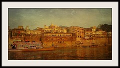 INDIEN, india, Varanasi (Benares) frhmorgends  entlang der Ghats , 14435/7315 (roba66) Tags: varanasibenares indien indiennord asien asia india inde northernindia urlaub reisen travel explore voyages visit tourism roba66 city capital stadt cityscape building architektur architecture arquitetura monument bau fassade faade platz places historie history historic historical geschichte kulturdenkmal benares varanasi ganges ganga ghat pilgerstadt pilger hindu hindui menschen people indianlife indianscene brauchtum tradition kultur culture indiansequence hinduismus textur texture effecte rahmen
