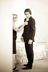 Et laisser partir (Franck Tourneret) Tags: wedding mom 50mm groom costume nikon room son mariage maman backstage chambre preparations fils prparatifs coulisses mari d700