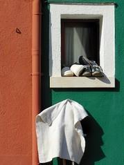 Burano - maisons 26 (luco*) Tags: venice houses italy window italia maisons venise venezia fenêtre italie burano flickraward flickraward5 flickrawardgallery