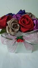Aceitamos encomendas (11)3462-8133 falar com Rachel (KEL ARTES) Tags: flores fuxico rosas vaso presente fita cetim