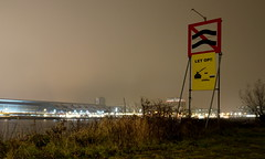 LET OP!! (Kronemans) Tags: amsterdam sign night nacht centraalstation ij letop sixhaven