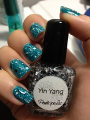 Fly, OPI + Yin Yang, Penlope Luz (Gabbie ) Tags: verde green glitter fly hands mani yinyang mos opi penlope