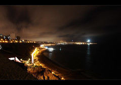 Larcomar view at night (Una S) Tags: ocean street city beach peru night lights coast view cross pacific lima lanterns miraflores larcomar