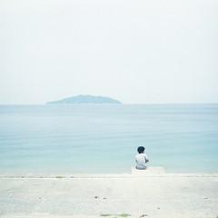 A Boy (hisaya katagami) Tags: hasselblad500cm planar80mm28 120film fujifilm pro400h photography summer boy sea nature