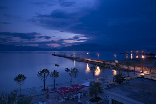 Albanien: Vlorë bei Nacht