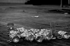 Leftover (Traveller_40) Tags: beer bier emptiness floor glas krug leere maskrug oktoberfest tent thedayafter theresienwiese wiesn wiesnzelt zelt empty leer boden holz holzboden dielen wood noiretblanc