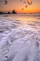 Cuando se esta muy cerca de la acción (Carlos J. Teruel) Tags: sunset mar tokina rocas marinas d300 xaviersam singhraydarylbensonnd3revgrad carlosjteruel