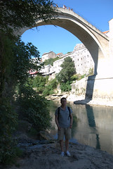 Richard voor de Mostar bridge