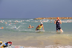 IMG_6702 (Streamer -  ) Tags: ocean sea people men beach sport swimming cycling israel women  competition running course event yam junior athletes  triathlon streamer    ashkelon        ashqelon     tzalam