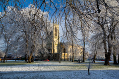 The Parish Church, Gainsborough (jillyspoon) Tags: trees winter snow cold frost lincolnshire churchyard anglican gainsborough sigma1020mm churchofengland parishchurch overhangingbranches canon60d