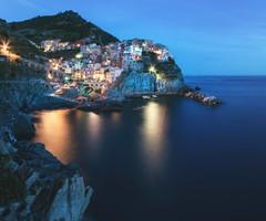 Liguria - Manarola Blues (claudecastor) Tags: gelb italien italy manarola cinqueterre ligurien liguria village dorf fischerdorf coast sea meer kste cliffs klippen huser pittoresk pittoresque langzeitbelichtung travel reise urlaub vacation typical typisch riomaggiore