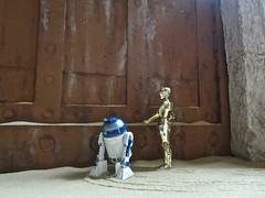 Jabba's door diorama (Worfles) Tags: starwars returnofthejedi diorama starwarsdiorama jabbasdoor jabbaspalace r2d2 c3po artoo threepio bandai