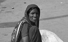 INDIEN ,india,  unterwegs nach Varanasi, auf den Straen, woman,  14262/7132 (roba66) Tags: frau woman women leute peole indien indiennord asien asia india inde northernindia urlaub reisen travel explore voyages visit tourism roba66 indian indianlife aufdenstrasen blackwhite bw sw branco negro blackandwhite blancoenero blancoynegro monochrome byn bretoebranco einfarbig schwarzweis