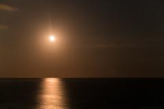 Rising Moon (Jannik K) Tags: rodadeber catalunya spanien moon mond rising mondaufgang coast strand night nacht lights light licht lichter meer sea stars sterne sternenhimmel spain samsung nx1 barcelona tarragona