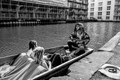 The Singer (Mario Rasso) Tags: mariorasso nikon nikond800 boat blackandwhite blancoynegro blackwhite london londres sing guitar camden camdentown