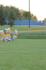 1418 (bubbaonthenet) Tags: 09292016 game stma community 4th grade youth football team 2 5 education tackle 4 blue vs 3 gold