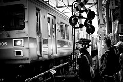 at the train signal , Tokyo (myDays / S.Lee) Tags: leica people bw monochrome face japan zeiss train 35mm tokyo waiting signal biogon zm f20 jiugaoka mydays bokeholic namusu m9p