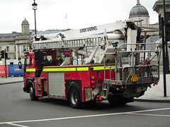 LFB HP18 (kenjonbro) Tags: uk red england london westminster volvo snorkel soho rear trafalgarsquare 1993 charingcross saxon sw1 simonsnorkel londonfirebrigade platformtruck aerialworkplatform hp18 articulatingboom fl6 hydraulicplatform a244 kenjonbro fujifilmfinepixhs10 k959eyh