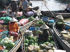 Floating market near Cần Thơ (mbphillips) Tags: market floatingmarket fareast southeastasia 越南 ベトナム 베트남 asia アジア 아시아 亚洲 亞洲 mbphillips canonixus400 市場 市场 시장 mercado geotagged photojournalism photojournalist travel vietnam việtnam