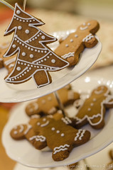 Gingerbread men and Christmas tree. (Patchouli Memories) Tags: christmas uk tree baking british iced 2012 gingerbreadmen royalicing