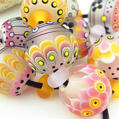 Set : Rosata (Pikalda and Verada) Tags: pink flower set garden beads leaf colorful ebay european blossom sweet pair earring dot line troll etsy pandora pendant glassbeads biagi focal handmadelampwork lampworksra beadssra charmbeads