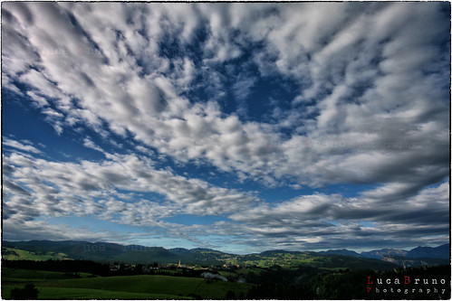 """Cielo d'estate • <a style=""""font-size:0.8em;"""" href=""""http://www.flickr.com/photos/49106436@N00/8416580680/"""" target=""""_blank"""">View on Flickr</a>"""