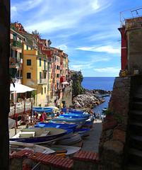 5 Terre - Riomaggiore (Klodio70) Tags: riomaggiore 5terres italy sea mer mare littoral litorale mountain montagne montagna porto port harbor