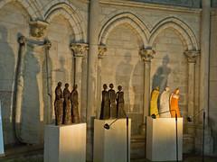 Schatten an der Wand  / Shadows on the wall (schreibtnix) Tags: reisen travelling frankreich france troyes kirche church walnd wall skulpturen sculptures schatten shadow olympuse5 schreibtnix