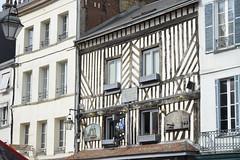 2016.06.28.059 HONFLEUR - Maison natale d'Alphonse Allais (alainmichot93 (Bonjour  tous)) Tags: 2016 france normandie seinemaritime honfleur architecture rue faade toit fentre colombages