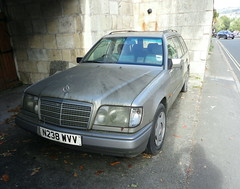 1996 MERCEDES E300 D AUTO (shagracer) Tags: abandoned unloved neglected decaying dead dying dull faded forgotten flat mat paint paintwork work wreck slime gruby grime sorn laid stood up mercedes e300 d auto n238wvv merc