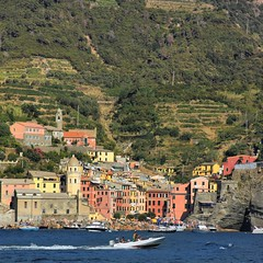 A glimpse of Vernazza on the Gulf of Poets (Bn) Tags: santa travel blue sea summer