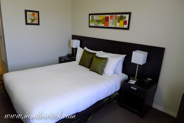 Wine Country Motor Inn Queen bed