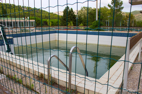 "La piscine dans la garrigue • <a style=""font-size:0.8em;"" href=""http://www.flickr.com/photos/60395175@N00/8103433326/"" target=""_blank"">View on Flickr</a>"